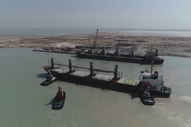 توقیف دو فروند کشتی حامل ۱۰۰هزارتن سنگ آهن قاچاق