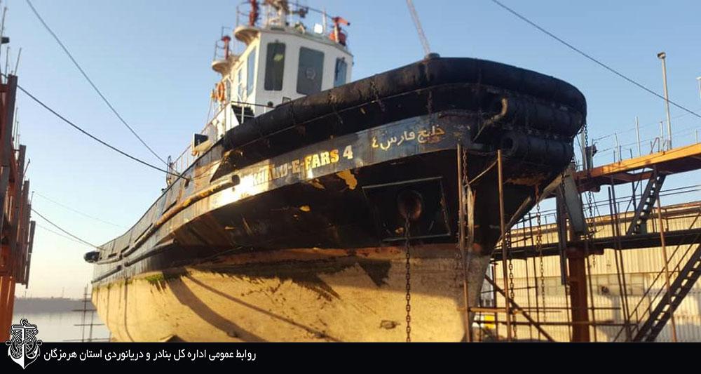 تعمیرات اساسی و زیر آبی یدک کش خلیج فارس ۴ در بندر شهید رجایی