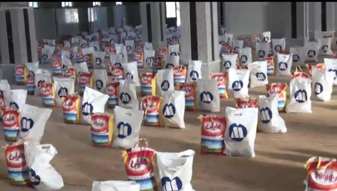 توزیع ۵۰۰ بسته معیشتی بین نیازمندان